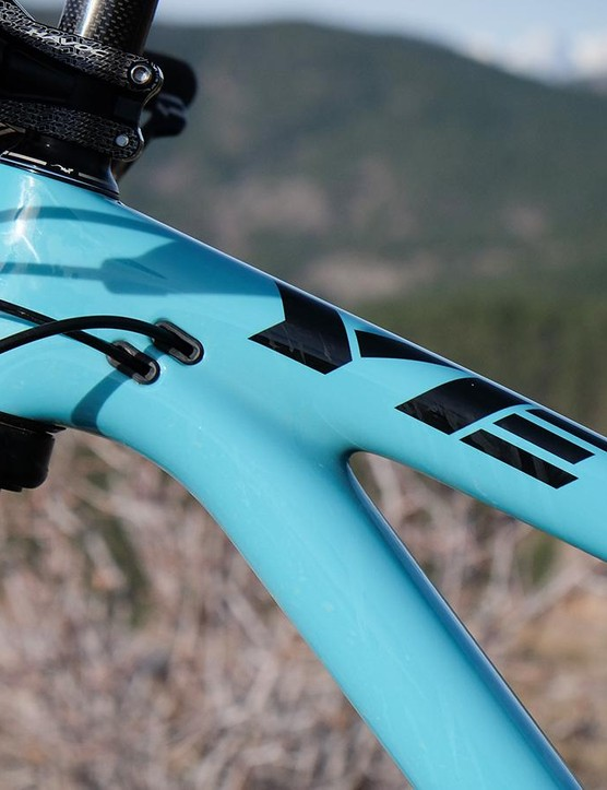 The SB5.5c has internal cable routing —including the rear brake