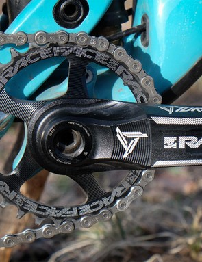 A 30t RaceFace narrow/wide chainring comes stock on the SB5.5c