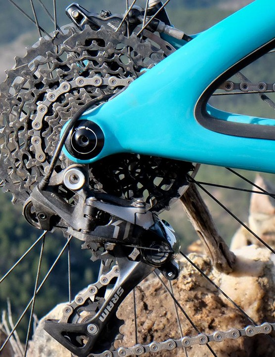 The mid-level SB5.5c build comes with an X01 derailleur