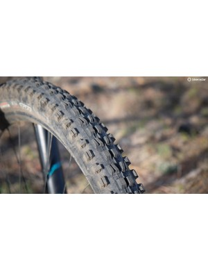 Upfront the SB5.5c comes with a 29x2.5in Maxxis DHF