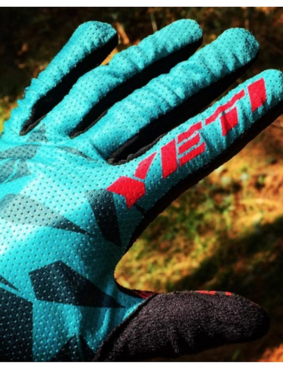 If you like your gloves minimalist then you should check out the Yeti Women's Enduro gloves