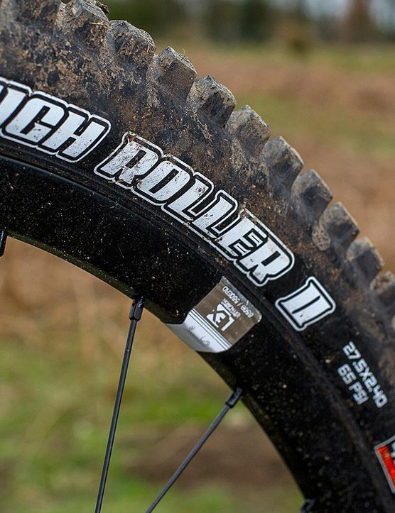 Sturdy Maxxis High Rollers wrap around reasonably broad, chubby-hubbed wheels