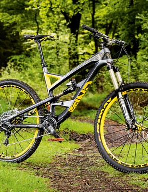The YT Capra CF Pro combines a lightweight carbon fibre frame with an excellent value build kit