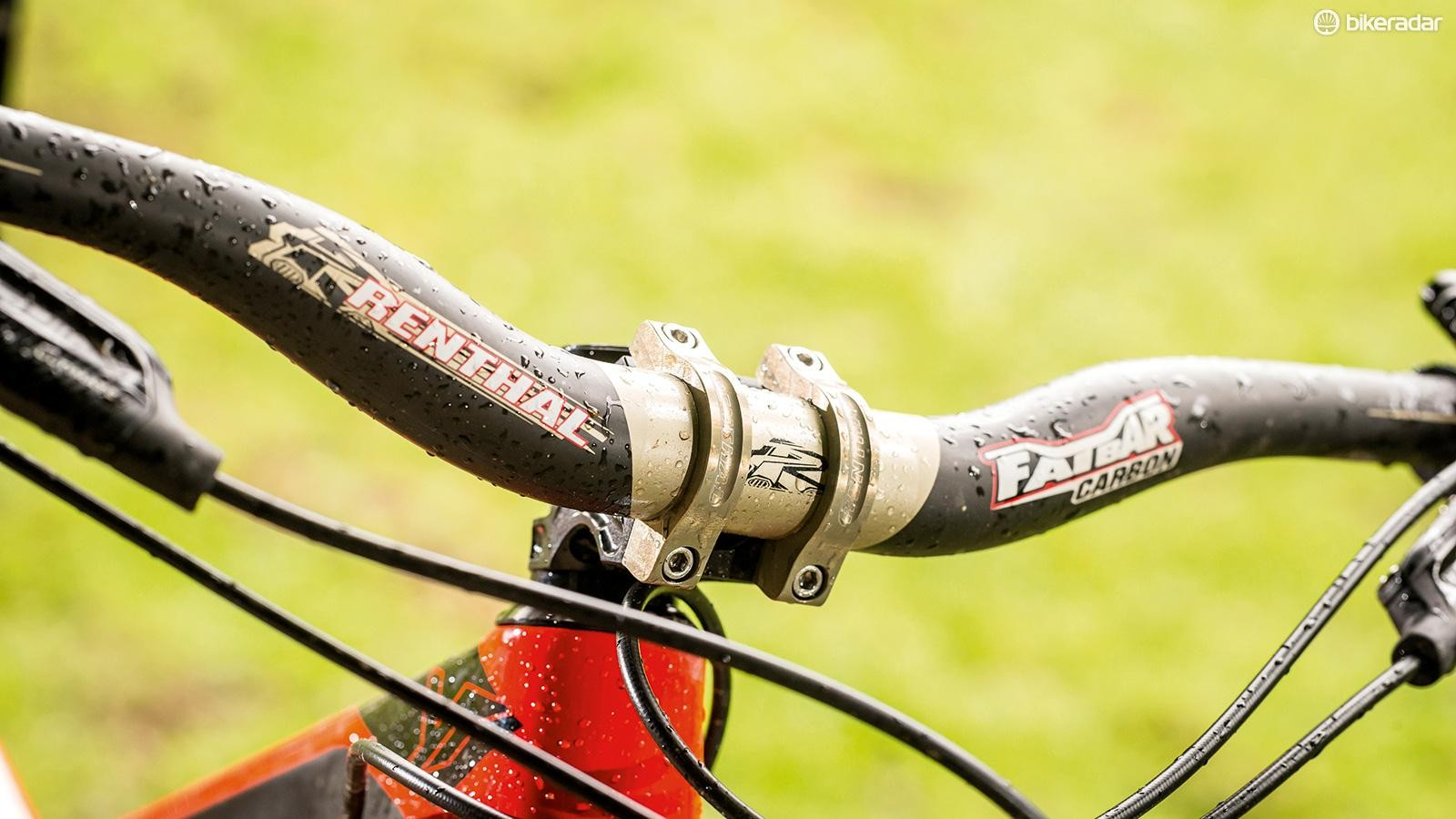 A short stem and riser bar keep things aggressive