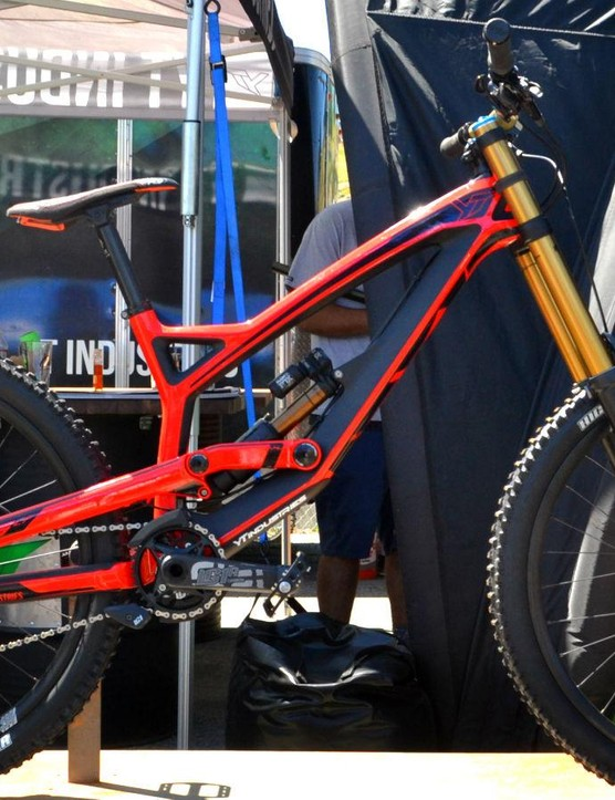 No one-off race trickery here. YT's stock Tues is the exact same frame that DH-champ Aaron Gwin uses to demolish World Cup tracks