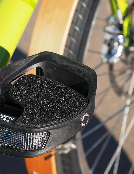Ergon's PC2 Evo Silver Edition pedals are perfectly suited for street shoes with huge platforms and a built-in varus wedge that makes for a more natural pedaling feel