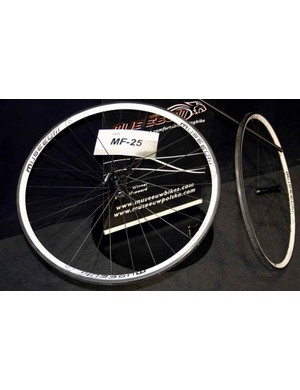 … or 25mm-deep rims. All are built up with Endo hubs and Sapim spokes.