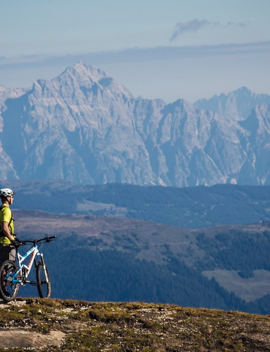 Experienced mountain bikers in search of demanding terrain and new challenges can choose from three designated freeride trails on the Kitzsteinhorn glacier