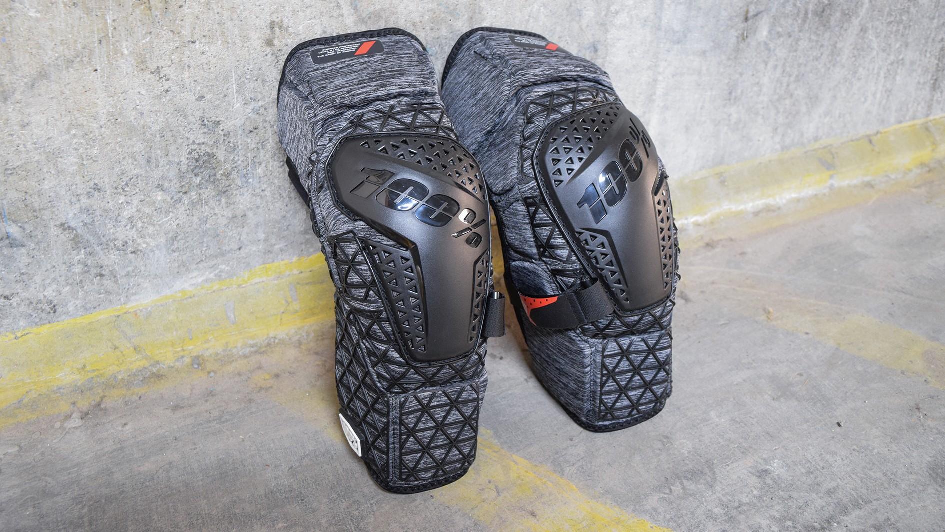 100% Surpass knee pad