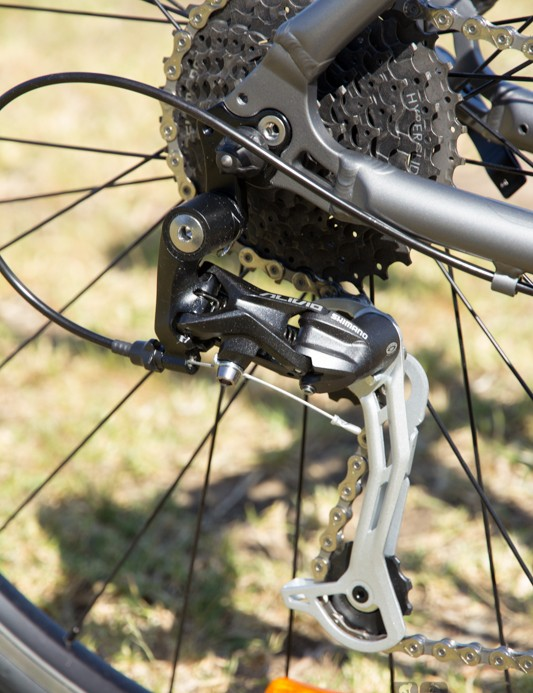The Giant Escape 1 2014 features an Alivio 9-speed rear mech
