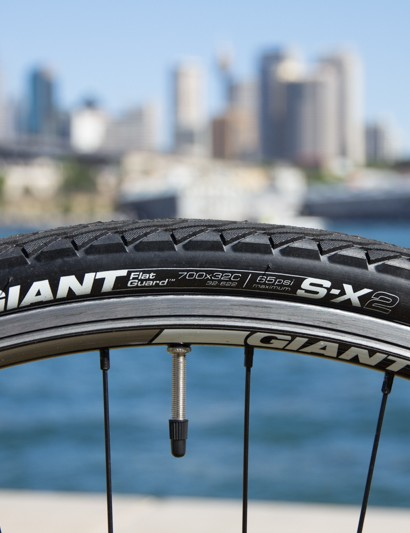 The Giant Escape 1 comes with Giant's own S-X2 700 x 32c tyre, which is puncture resistant and fast enough