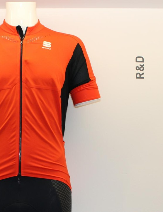 The R&D jersey has slight wind protection on the chest with high-capacity pockets – both aimed at big days on the bike