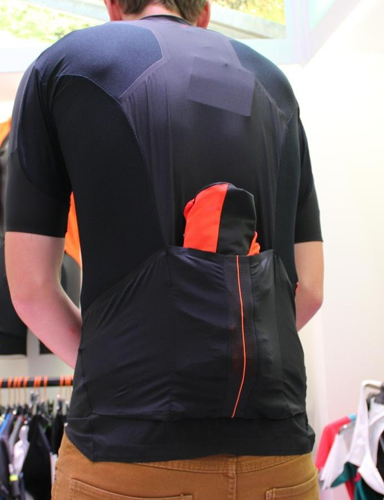The center pocket of the R&D jersey expands to easily take a jacket