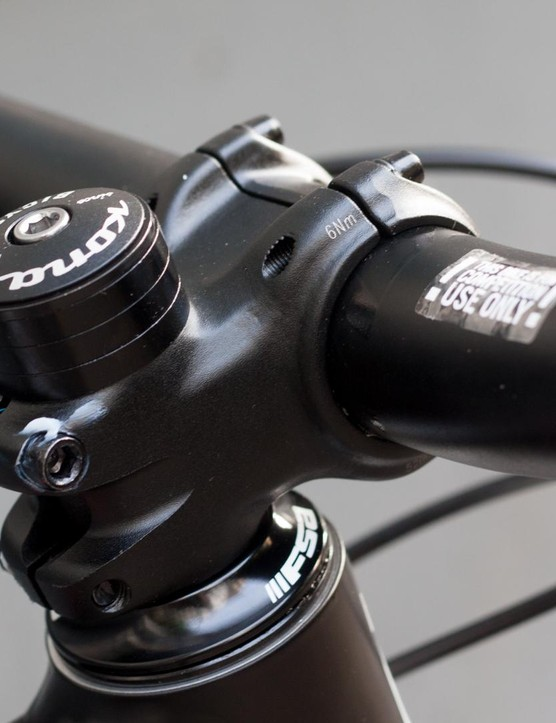 A 35mm own-brand stem is matched to a usefully wide 780mm bar – also from Kona
