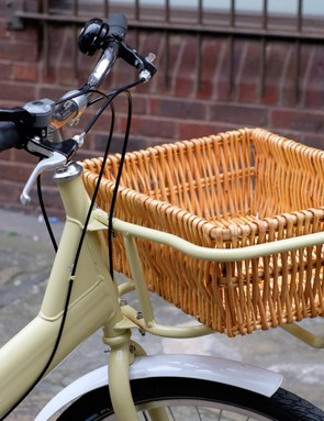The optional front carrier and basket adds further charm, and with a capacity of 20kg (44lbs) it's properly useful, too