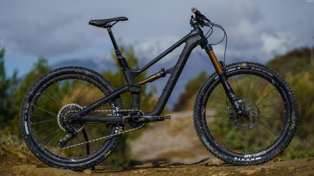 Sleek, stealthy, more bling kit than you can shake a stick at — the Canyon Spectral WMN