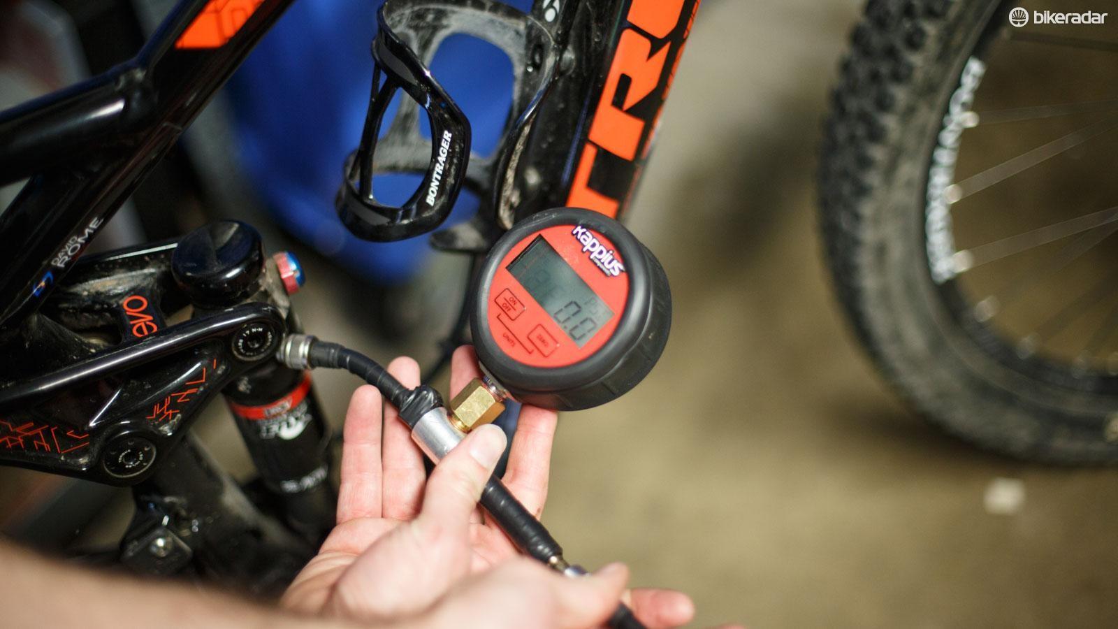 shock pump pressure gauge