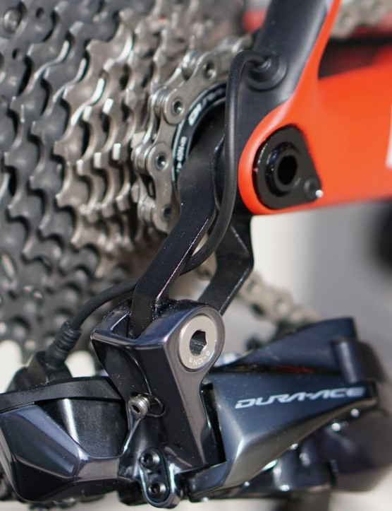 The skeleton hanger for the Di2 derailleur is an elegant touch, as is the Di2 wire routing