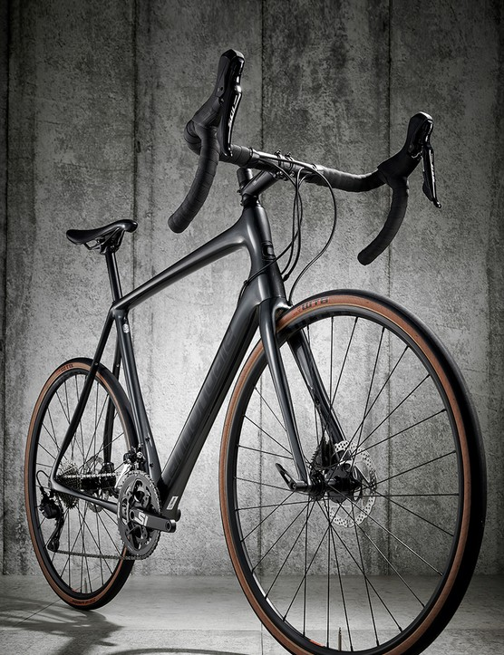 Three quarter view Cannondale Synapse Carbon 105 SE