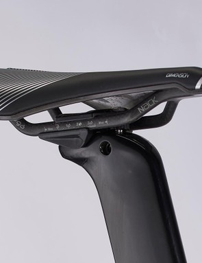 The lovely Prologo Dimension saddle matches the Prologo tape on the bar