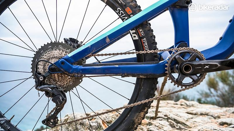 A Shimano XT drivetrain makes a change from the GX Eagle often seen on bikes at this price point