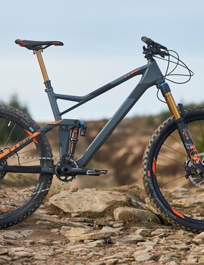 The Cube Stereo 140 HPC TM 27.5 has a carbon front triangle and alloy rear