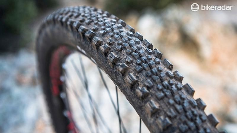 The Maxxis Minion SS rear tyre keeps rolling resistance lower, but cornering isn't compromised