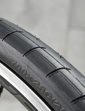 Giant P-R3 tyre
