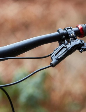 Pleasingly wide 780mm handlebars offer stability on descents