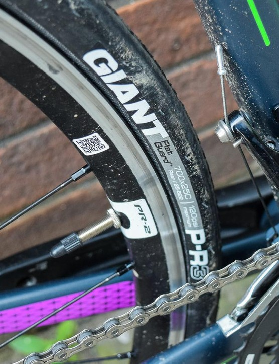 The Giant PR 2 wheelset is matched with Giant P-R3 wheels