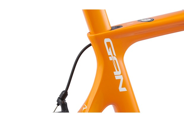 T600 grade carbon frame with 73 degree set angel