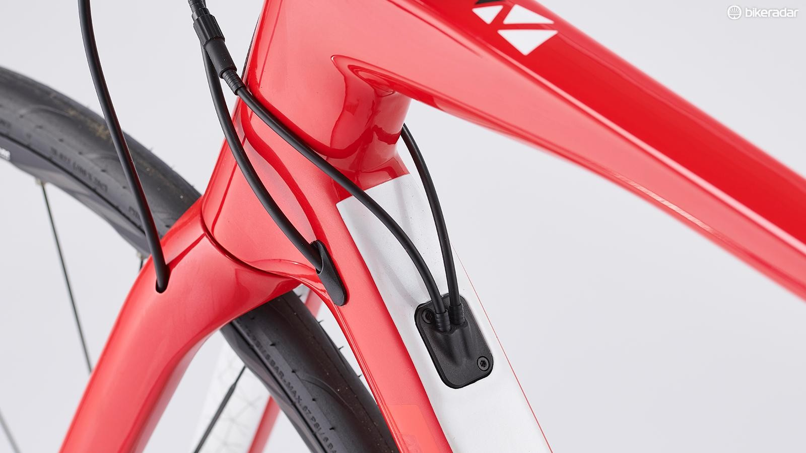 The new fork has fully integrated hydraulic cable routing