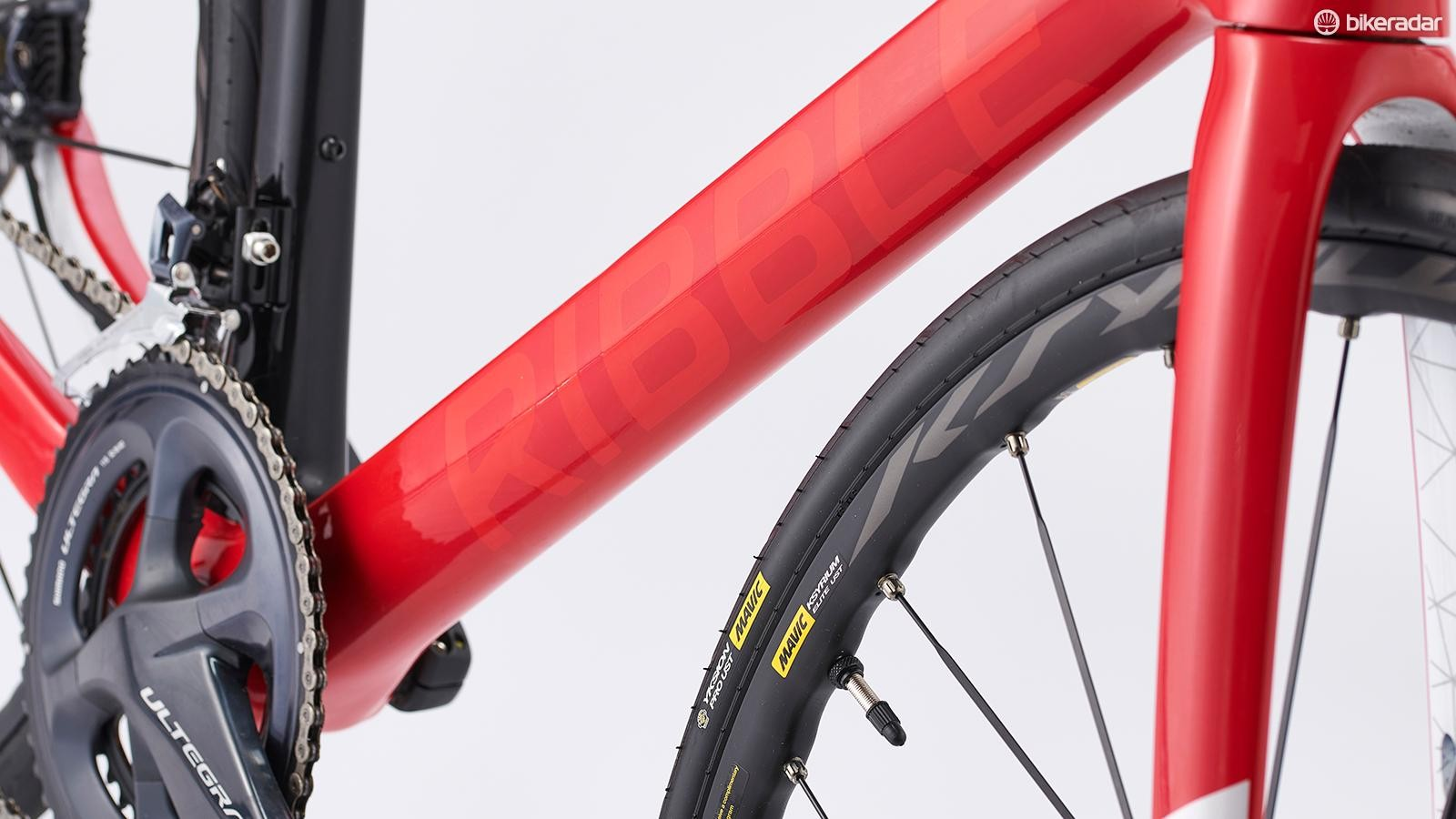The frame is constructed with T800 and T1000 Toray carbon fibres