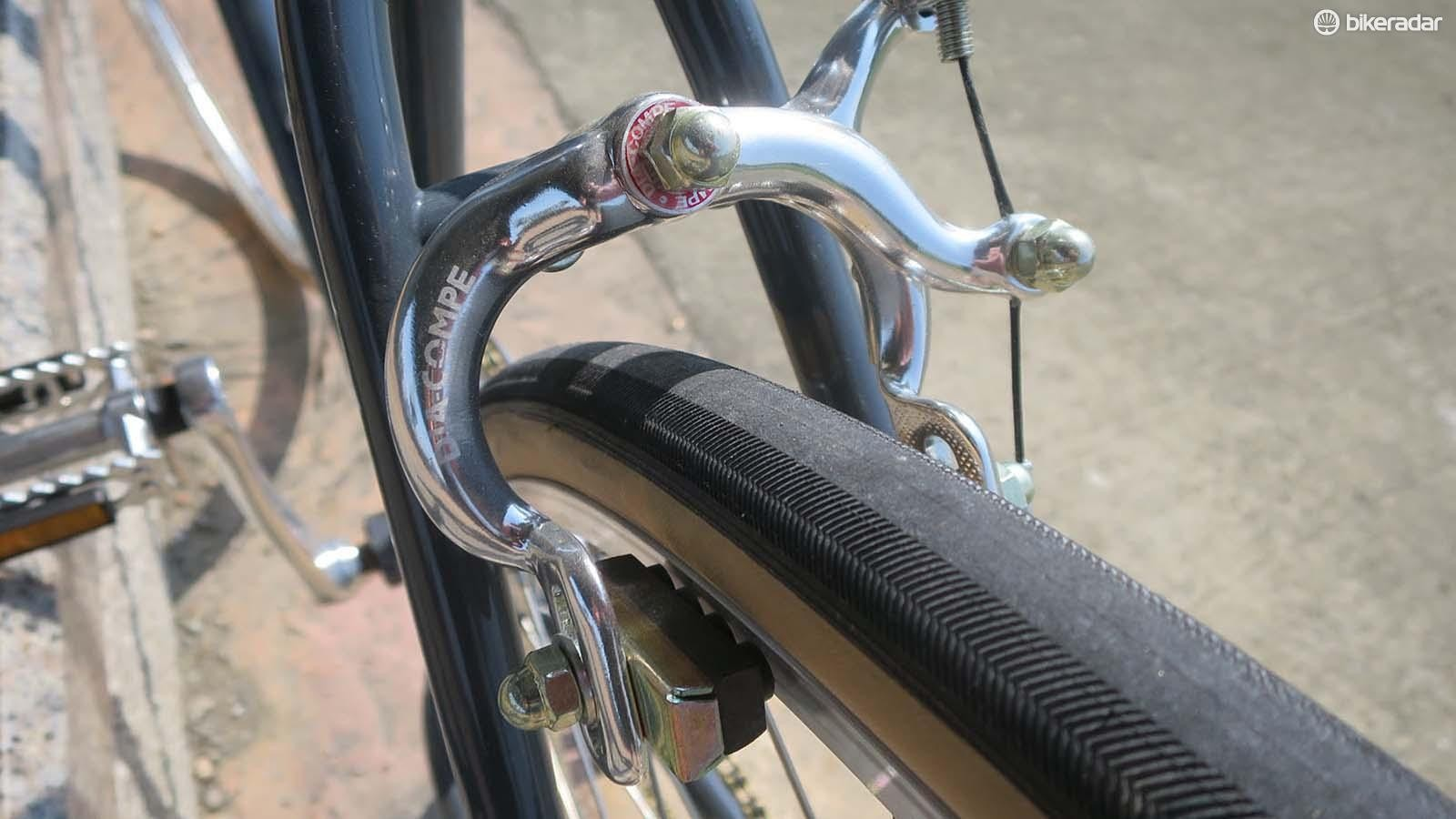 Vintage-styled Dia-Compe single-pivot brakes may not be the most powerful but they do have massive tyre clearance and are mudguard compatible too