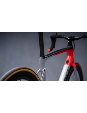 The Hoverbar from the previous generation carries over to the new Roubaix, and is available in different rises