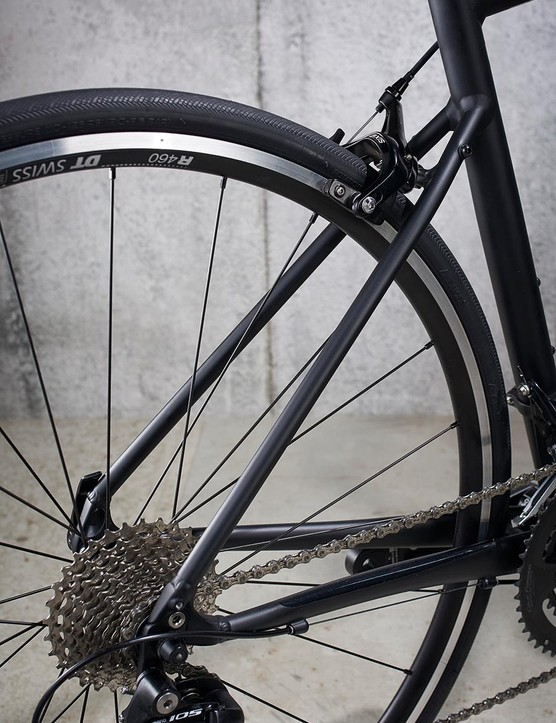 2018's Allez Elite sees DT Swiss tubeless-ready R460 rims