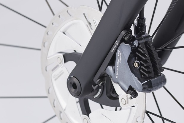 Shimano Ultegra bremst den Icetech-Rotor