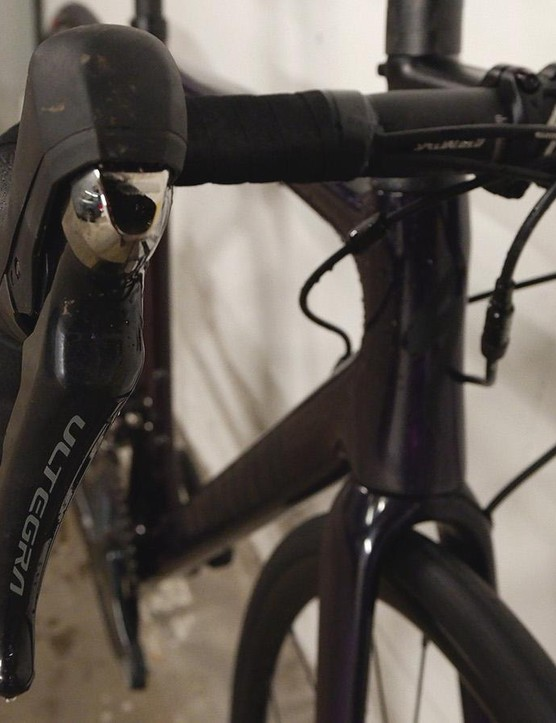 Shallow-drop alloy handlebars make up the cockpit, with Ultegra hydraulic brake levers
