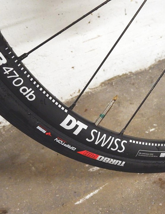 Specialized's 26mm Turbo tyres on DT Swiss's 450g R470 rims are a good balance of weight and value