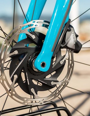 The Force hydraulic brake units use stainless steel hardware, whereas RED opts for pricier titanium