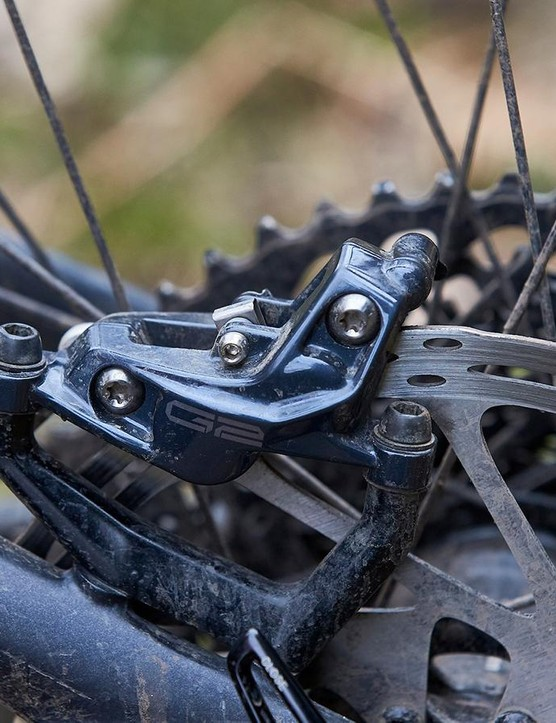 While the lever remains more or less unchanged, G2's caliper is totally new and much stiffer than that of the Guide brake for improved power transfer. SRAM claims the new G2 brake manages heat just as well as the Guide Ultimate which used the S4 caliper