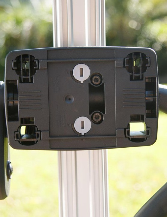 Switching the rack between left and right mounting has never been simpler, simply turn those grey slots 1/4 turn...