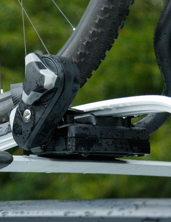 Placed low for easy reach, the retention knob now features a torque limiter feature to prevent crushing of the frame