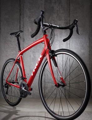 The Domane ALR3 looks fantastic in a rich pillar-box red