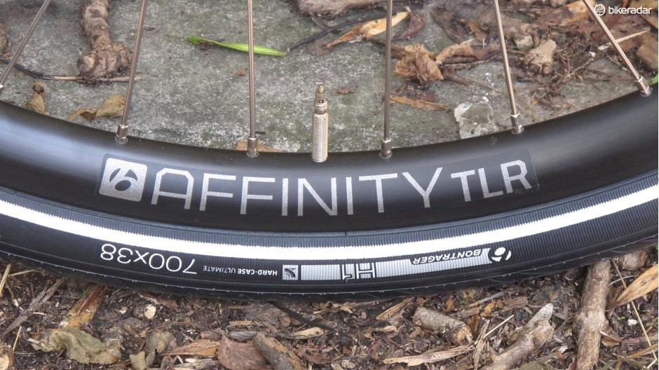 Super-durable rims are tubeless-ready and the wide, tough tyres comfortable