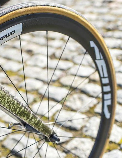 The cobble design complements the cobbles. And the FFWD wheelset