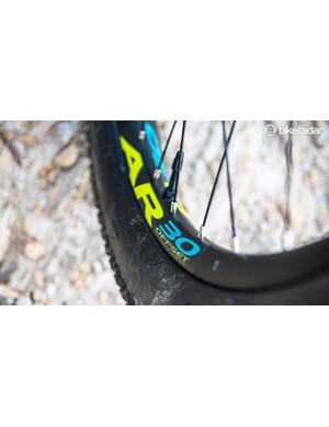 RaceFace provides 30mm wide rims for the T130