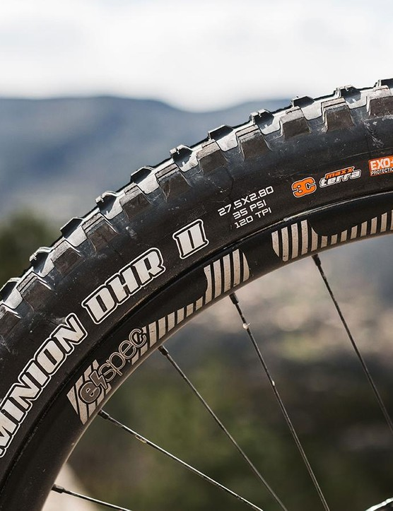 The 27.5x2.8 tyre gives plenty of grip both up and down the trail, but the EXO+ casing struggled on the rocky terrain