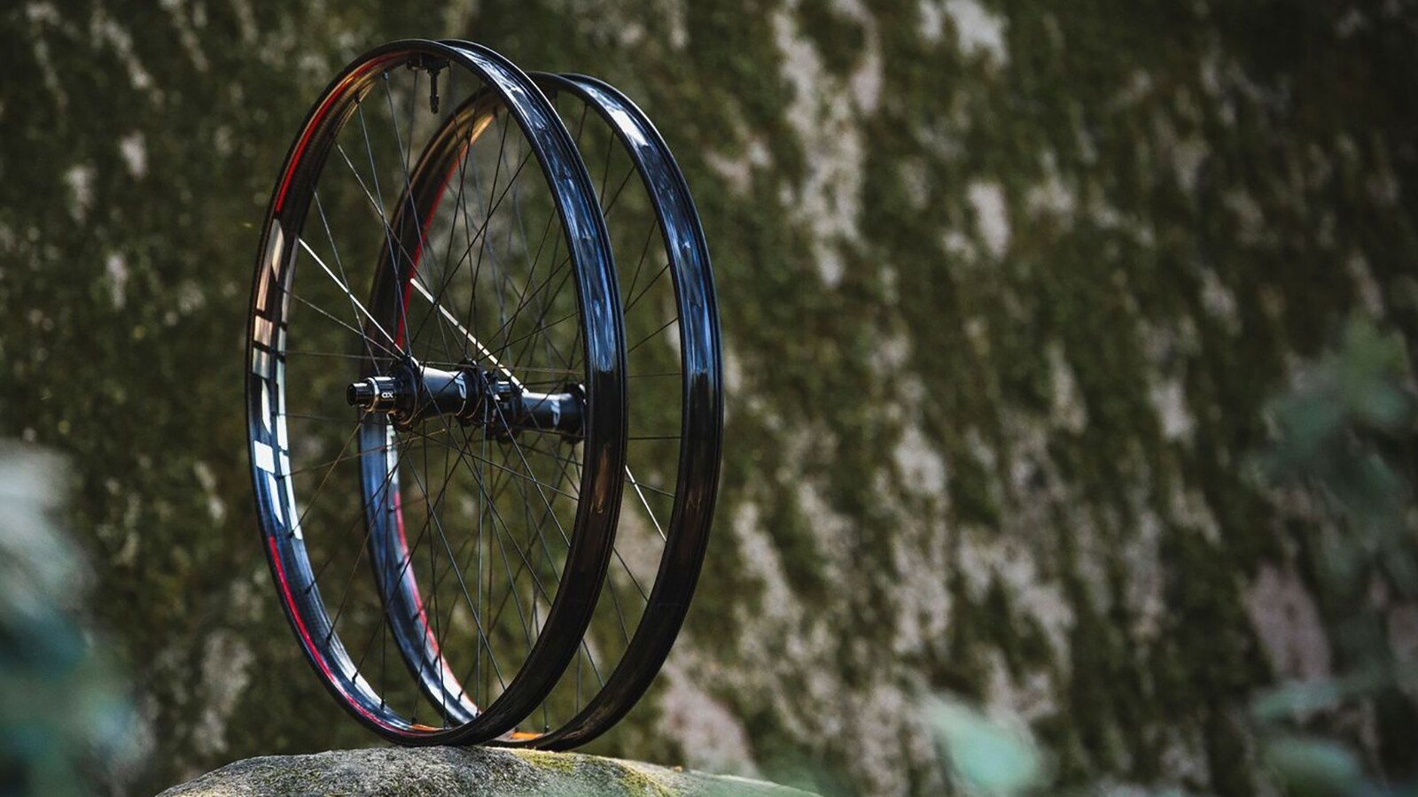 Zipp's first MTB wheelset brings an unusual approach to carbon wheels