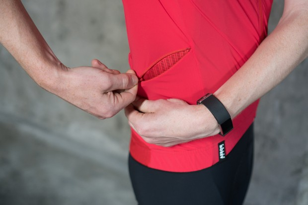 Zip pocket on side of cycling jersey